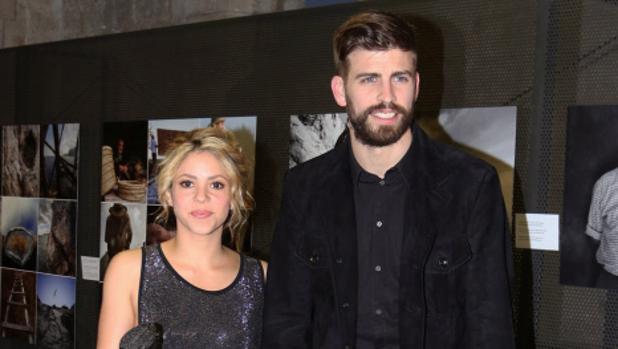 El futbolista Gerard Piqué y la cantante Shakira durante el acto «Festa de l'Esport Català» en Barcelona