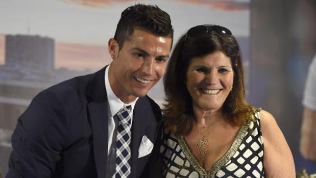 Dolores Aveiro junto a su hijo Cristiano Ronaldo