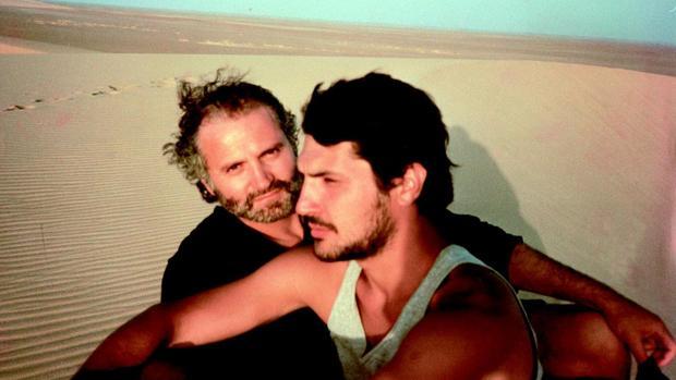 El diseñador Versace junto a su pareja, Antonio D´Amico