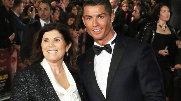 El jugador con su madre