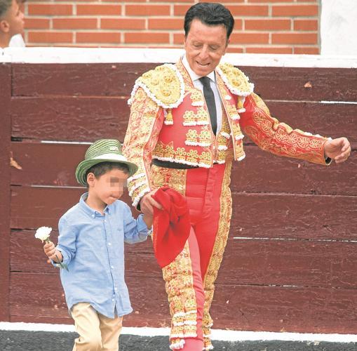 El diestro con su hijo pequeño José María, de cuatro años