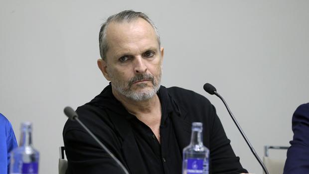 Miguel Bosé en el acto «Hablemos sobre el sida» en Madrid