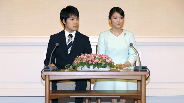La Princesa Mako y su prometido el abogado Kei Komuro anunciando oficialmente su compromiso