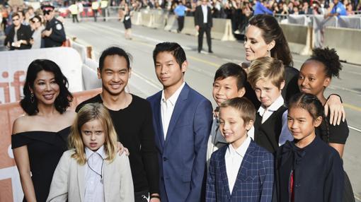 Angelina Jolie posa acompañada por sus hijos en el Festival de Toronto