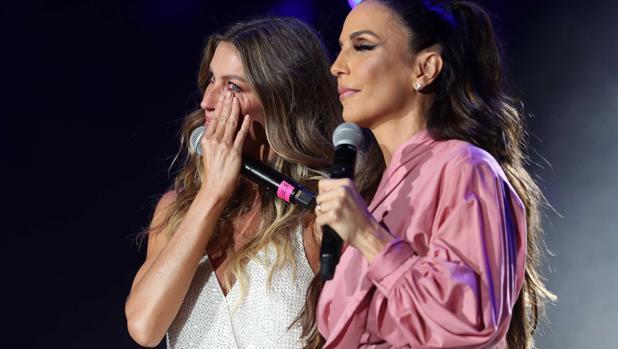 La modelo y la cantante, juntas en el escenario