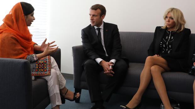 El matrimonio Macron con la Premio Nobel de la Paz Malala Yousafzai
