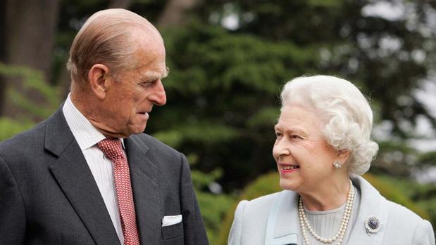 Los Reyes de Inglaterra Isabel y Felipe de Edimburgo