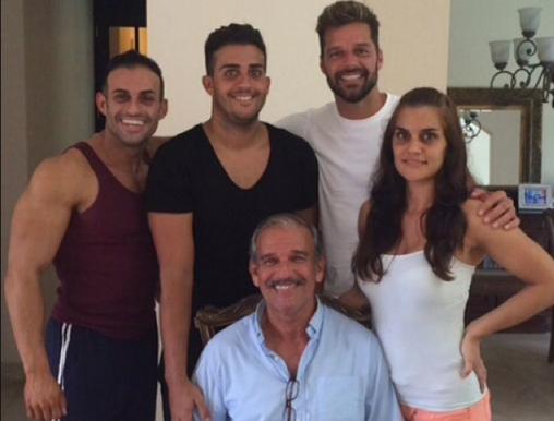 Eric, Daniel, Ricky y Vanessa Martin, junto a su padre Enrique