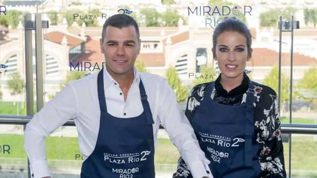 Fonsi Nieto y Marta Castro, durante la inauguración del nuevo centro comercial