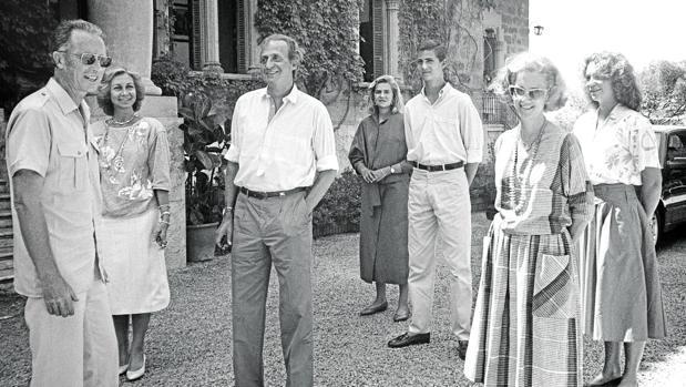 Los Reyes Balduino y Fabiola de los Belgas con la Familia Real española, en Marivent en el verano de 1986