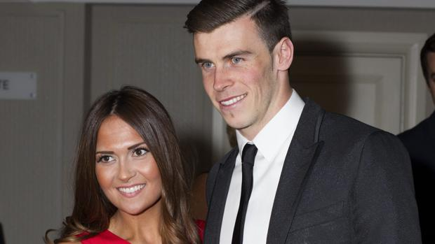Bale juntoa su prometida