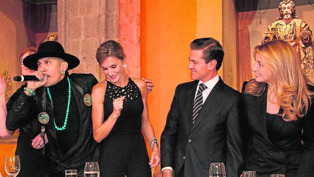 Doña Letizia baila al ritmo de The Black Eyed Peas