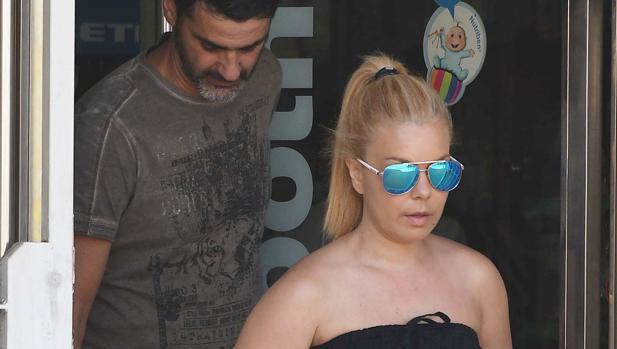 María José Campanario, junto a su marido
