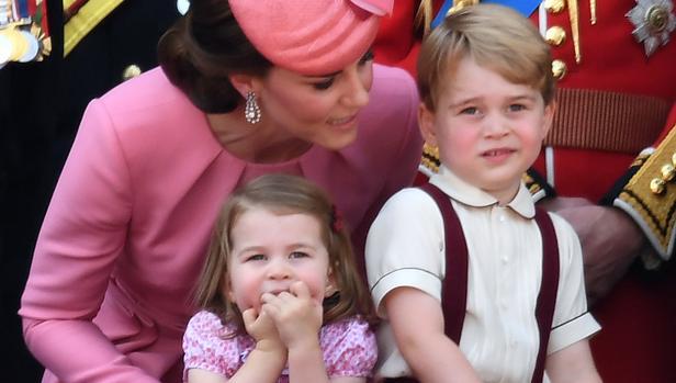 La duquesa de Cambridge junto a sus hijos