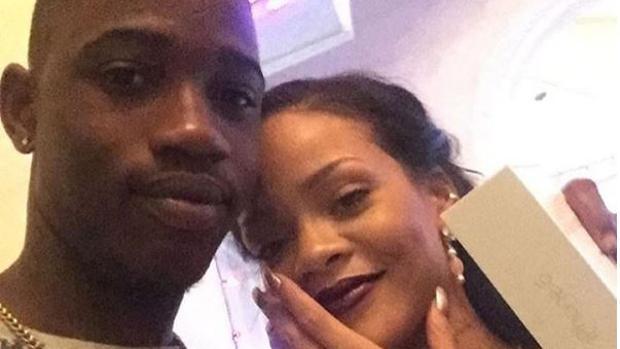 Rihanna junto a su primo