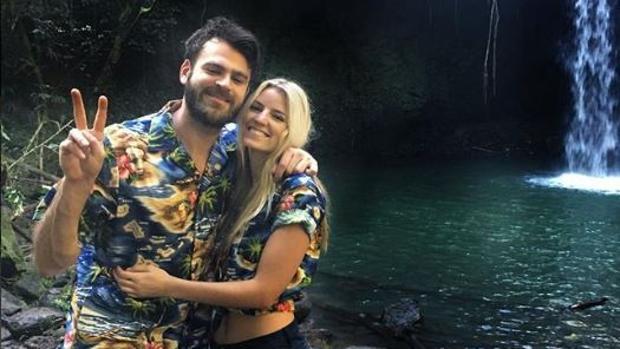 Alex Pall junto a su novia, Tori Woodward