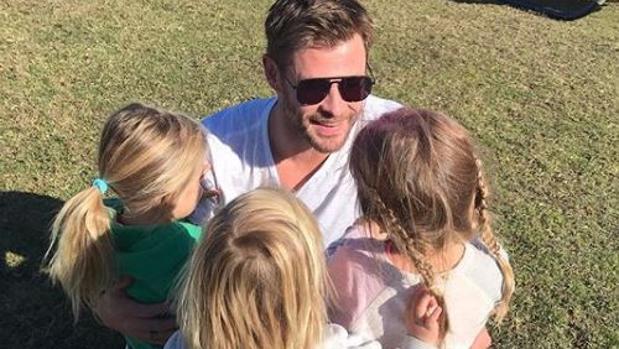 Chris Hemsworth junto a sus hijos