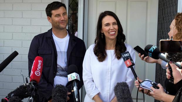 La primera ministra de Nueva Zelanda, Jacinda Ardern, y su pareja, Clarke Gayford