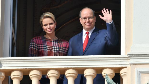 Alberto II de Mónaco junto a su esposa, la princesa Charlène