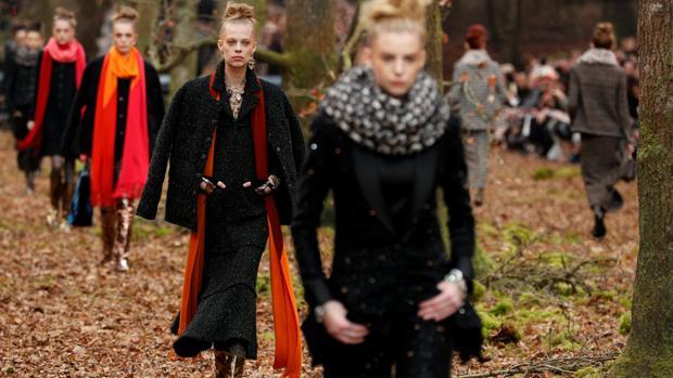 Un momento del desfile de Chanel en la Semana de la Moda de París