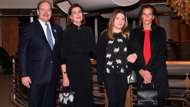 Alberto de Mónaco, Carolina de Mónaco, Estefanía de Mónaco y Camille Gottlieb