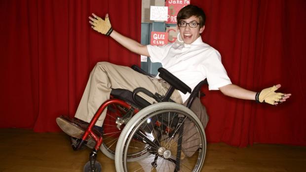 Caracterizado como Artie para la serie «Glee»