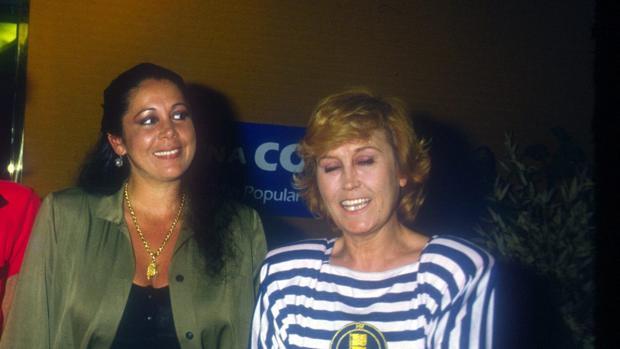 Isabel Pantoja y Encarna Sánchez, en 1992