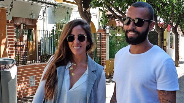 Anabel Pantoja y Omar Sánchez por las calles de Sevilla