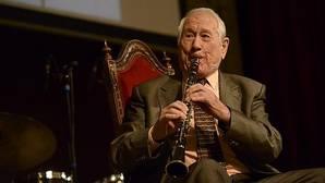 Trío de magníficos: un saxofonista, un bombero y un maestro