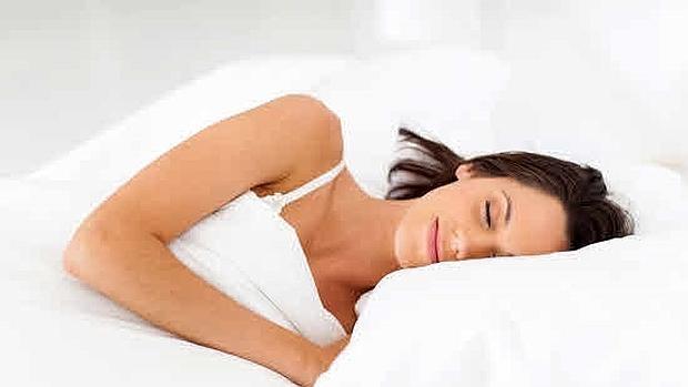 El tipo de almohada influye en el descanso.