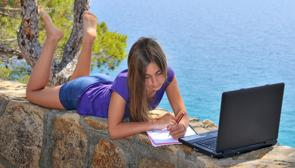 ¿Deben los niños hacer deberes en verano?