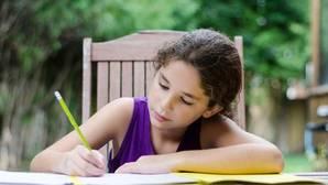 ¿Cómo ayudar a los niños con sus deberes en verano?