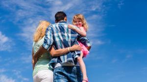 Cómo actuar si papá nos lleva de vacaciones con su novia