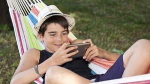¿Haces bien al espiar el móvil de tus hijos?