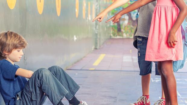 El acoso escolar puede provocar en la víctima depresión, sentimientos suicidas o de culpabilidad y trastornos de tipo fóbico o emocional, entre otros