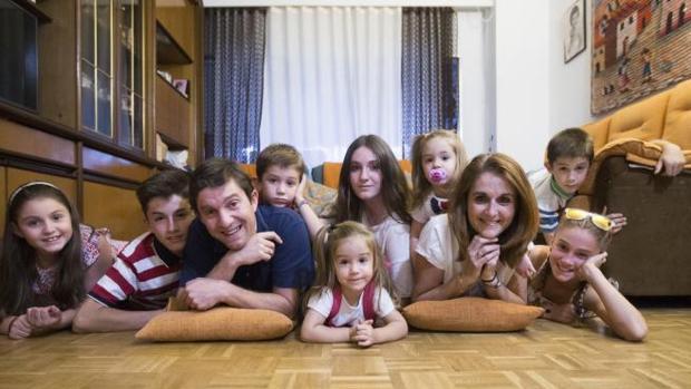 Así se estira un sueldo que no llega a los 2.000 euros en una familia de ocho hijos