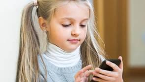 Los pediatras alertan del mayor uso de dispositivos móviles por parte de los niños y del riesgo de adicción