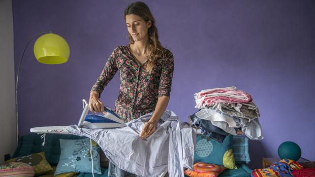 La última encuesta de Adecco desvela que la mitad de los niños asume que las tareas de la casa «son de mamá»