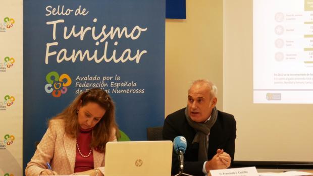 Eva Holgado y Francisco J. Castillo, durante la presentación del Estudio
