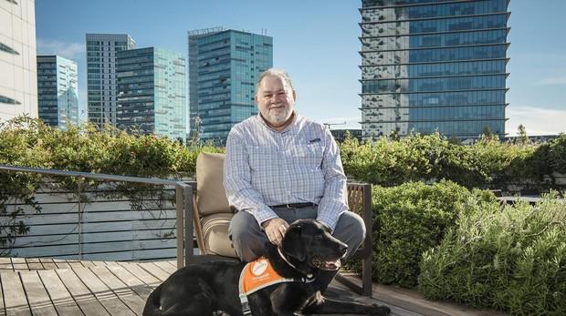 «Un perro permite al psicólogo conectar mejor con el paciente infantil»