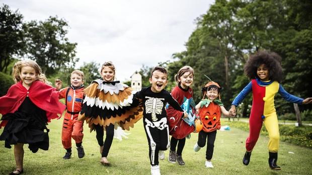 En los disfraces de Halloween infantiles más buscados no faltan los esqueletos, las brujas, los vampiros y las calabazas.