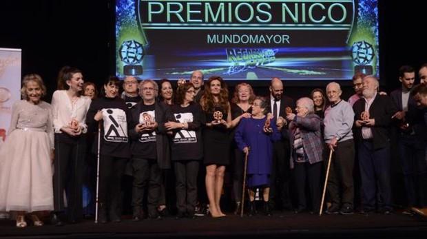 Foto de familia de los ganadores del Premio Mini Nico 2018 de Mundo Mayor