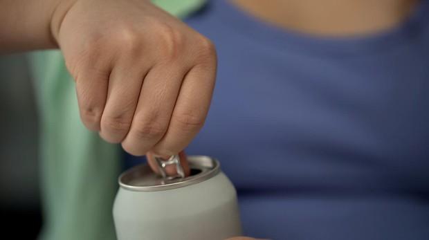 Los niños que toman refrescos sin calorías no toman menos calorías que los que beben agua