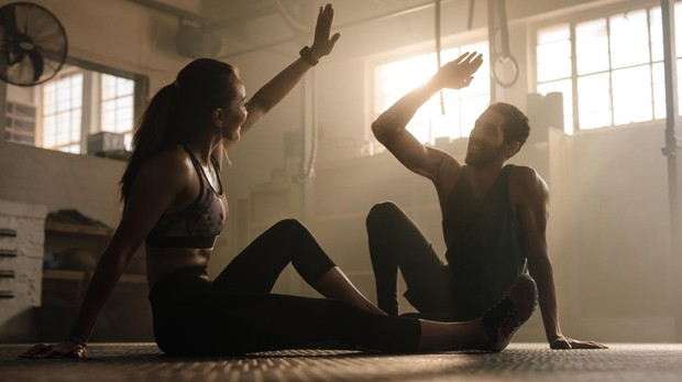 Practicar los ejercicios en pareja puede resultar aún más motivador