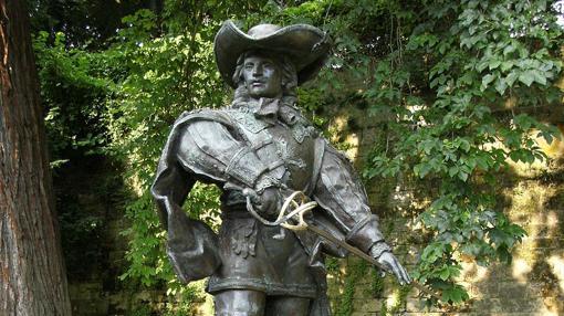 Estatua de D'Artagnan en Maastricht, ciudad donde, tanto el personaje de ficción como el real, perdieron la vida.