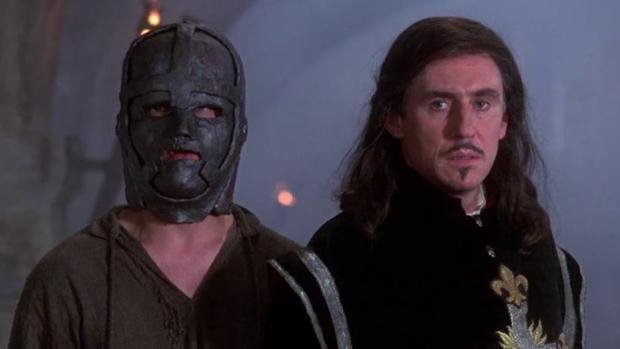 Fotograma de la película «El Hombre de la Máscara de Hierro» (1998)