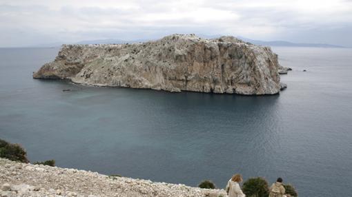Vista del islote de Perejil desde la costa africana