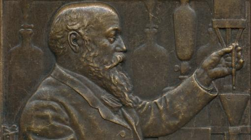 Placa de bronce de Angelo Mariani en su laboratorio
