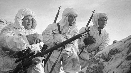 Vassili, junto a varios francotiradores
