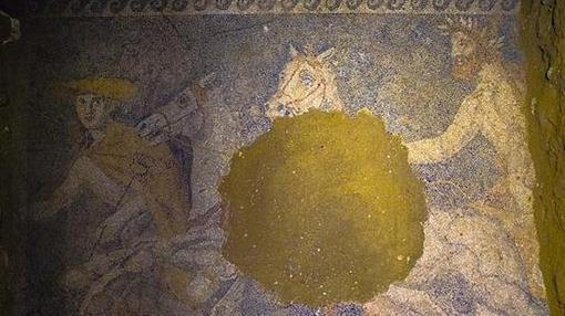 Mosaico hallado en el pavimento de la tumba de Amfípolis